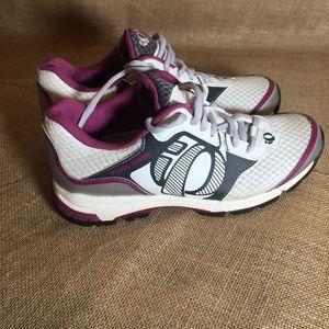 Pear Izumi cycling shoes - women's size 8.5